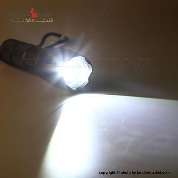 چراغ قوه دستی و کیف دار سیاه رنگ